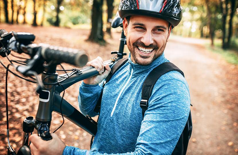 Energie + Jeep Alu Trekking E-Bike © Shutterstock